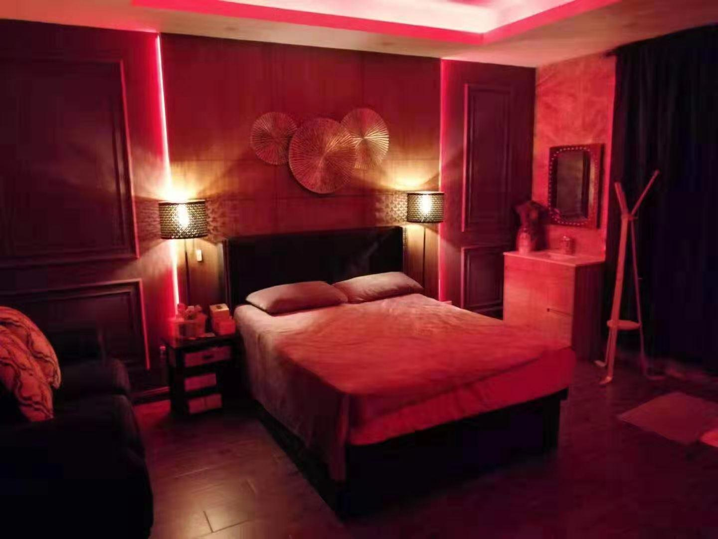 red-lantern-style-room-rooms/November2019/M918mvqx3fIkPSvTdJ7d.jpg